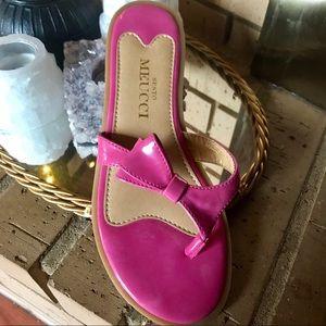 SESTO MEUCCI SZ 7 patent leather bow flip flops